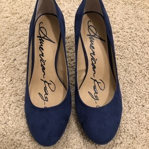 Navy pumps